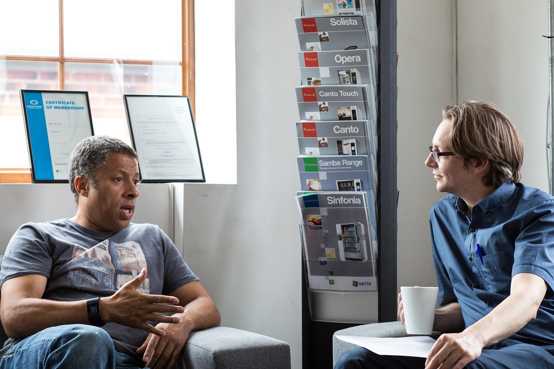 Aktives Zuhören – mit 12 Zuhörtechniken zum perfekten Gesprächspartner werden